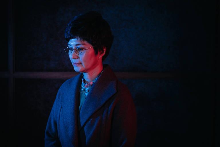 Mulher sul-coreana na penumbra