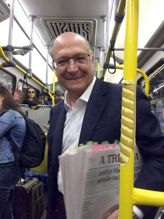 Alckmin embarca para Brasília