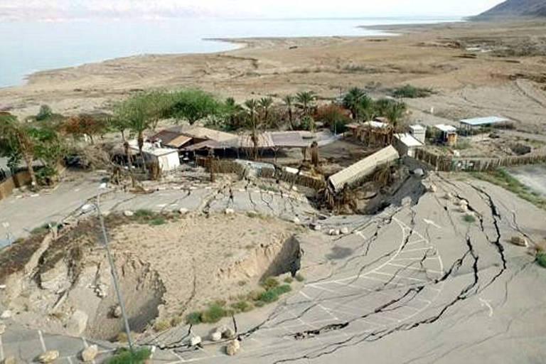 Crateras no mar Morto