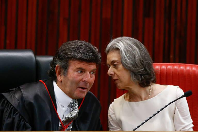 Os ministros do STF Luiz Fux e Cármen Lúcia, na cerimônia desta terça (6)
