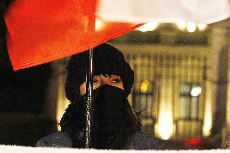 A Polônia massacra a História