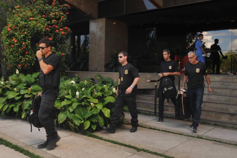 Agentes da Polícia Federal fazem buscas no Rio de Janeiro (RJ), durante Operação Pausare