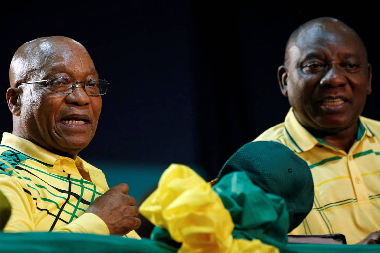 O presidente da África do Sul, Jacob Zuma, ao lado do vice, Cyril Ramaphosa, durante congresso da ANC