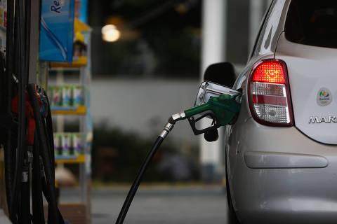 Para conter gasolina, Temer vai na contramão da equipe econômica