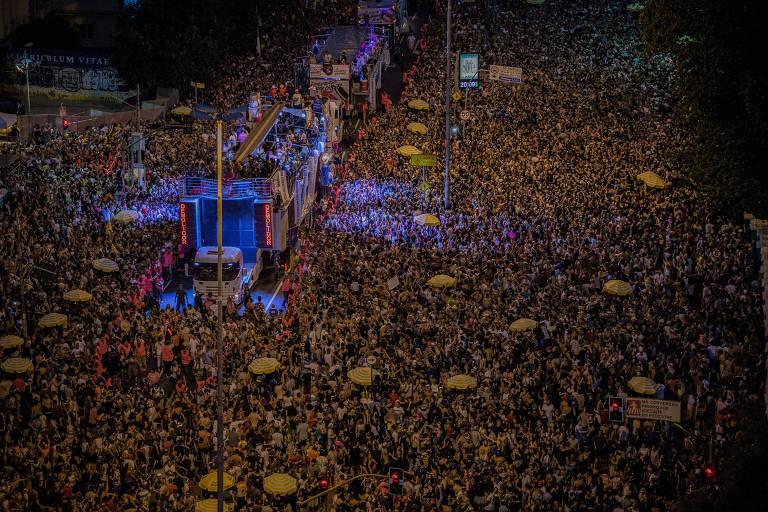 Bloco Acadêmicos do Baixo Augusta, na rua da Consolação, em São Paulo, no domingo (4)
