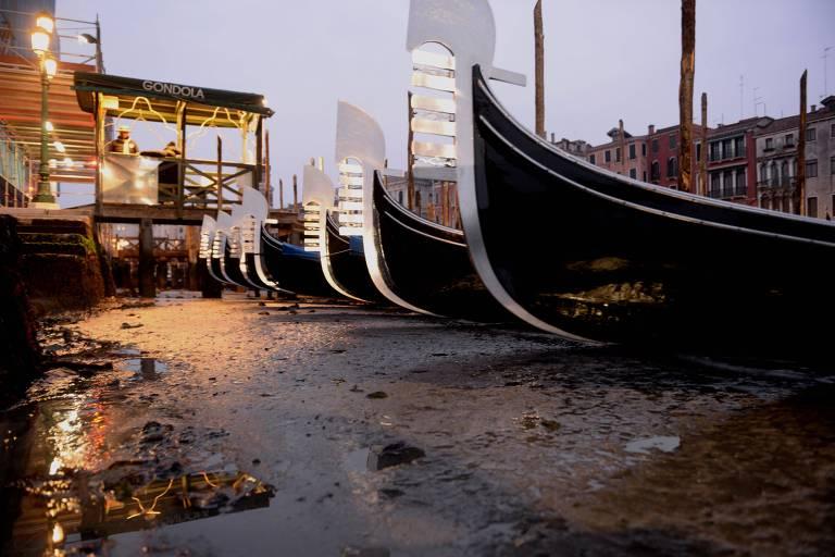 Seca nos canais de Veneza