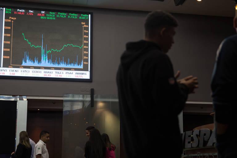 Ibovespa fechou em baixa em dia de realização e lucros; dólar sobe para R$ 3,27