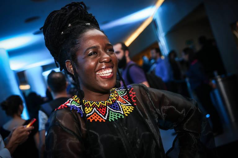 """A estilista Ana Paula Xongani na pré-estreia do filme """"Pantera Negra"""", que ocorreu no Cinépolis JK Iguatemi, em São Paulo, na terça (6)"""