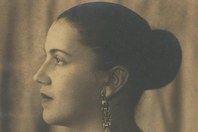 Tarsila do Amaral, em fotografia de meados da década de 1920