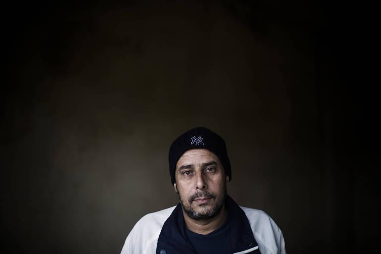 Shihab al-Abed, 43, é um dos sobreviventes do grupo que atravessou as montanhas; ele e 13 familiares tentaram fazer a travessia, mas seis morreram em uma nevasca