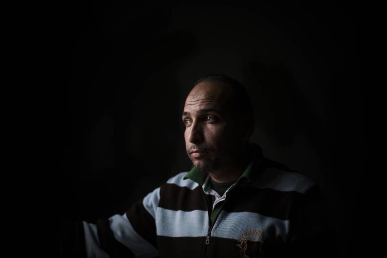 Mishan al-Abed, pai de Sarah, no hospital Bekaa no Líbano; ele só encontrou a filha cinco dias após o resgate