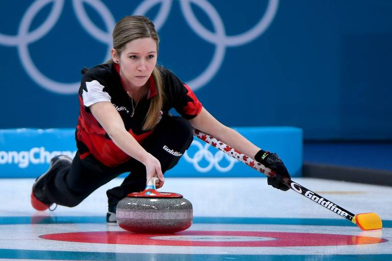 Kaitlyn Lawes, do Canadá, durante disputa do Curling em PyeongChang