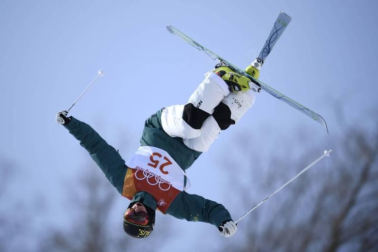 Rohan Chapman-Davies, da Austrália, durante treino de esqui estilo livre
