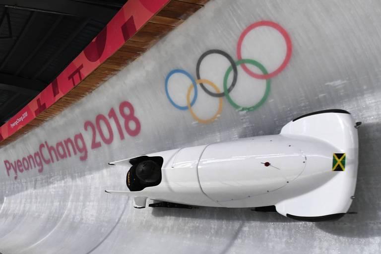 Jazmine Fenlator-Victorian, da Jamaica, treina na pista de bobsled de PyeongChang