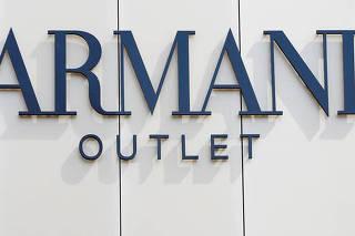 Logo da Armani em loja da marca em Metzingen, na Alemanha