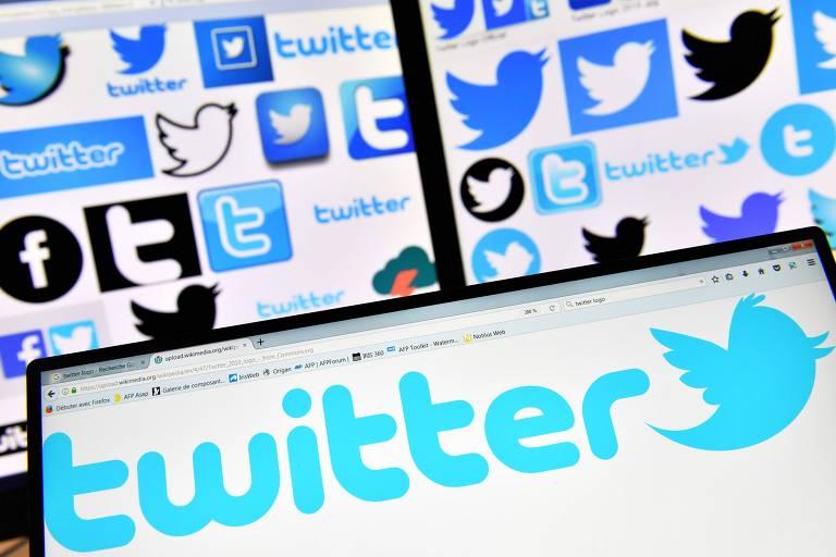 Logos do Twitter aparecem em telas