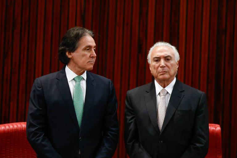 Eunício Oliveira e o presidente Michel Temer em cerimônia no TSE