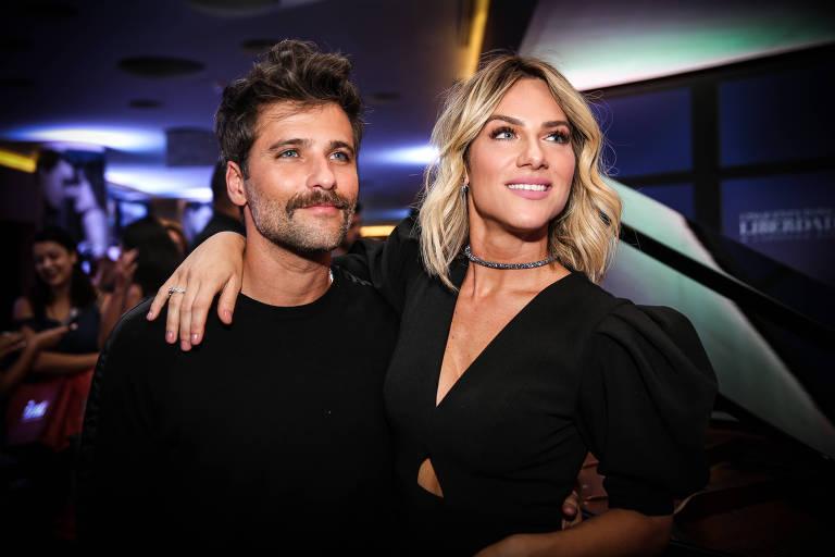 """O ator Bruno Gagliasso e sua mulher, a atriz Giovanna Ewbank, na pré-estreia do filme """"Cinquenta Tons de Liberdade"""""""