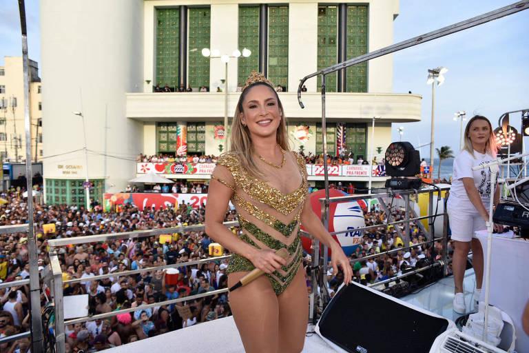 Claudia Leitte na abertura do Carnaval de Salvador; Pitbull não participou da festa