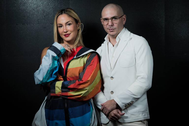 Claudia Leite e o americano Pitbull em evento no shopping Eldorado, em São Paulo