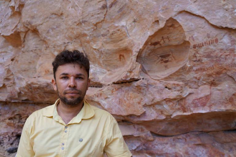 Iderlan de Souza, 31, no Parque Nacional da Serra da Capivara, no Piauí, onde há sítios arqueológicos