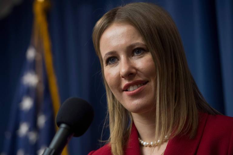 A candidata à Presidência da Rússia Ksenia Sobchak fala em entrevista coletiva no Clube da Imprensa Nacional dos EUA, em Washington