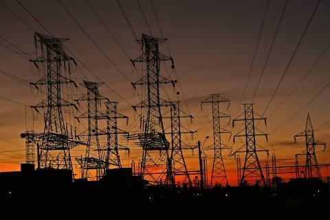 Especialistas descartam racionamento de energia, mas veem conta cara por mais tempo