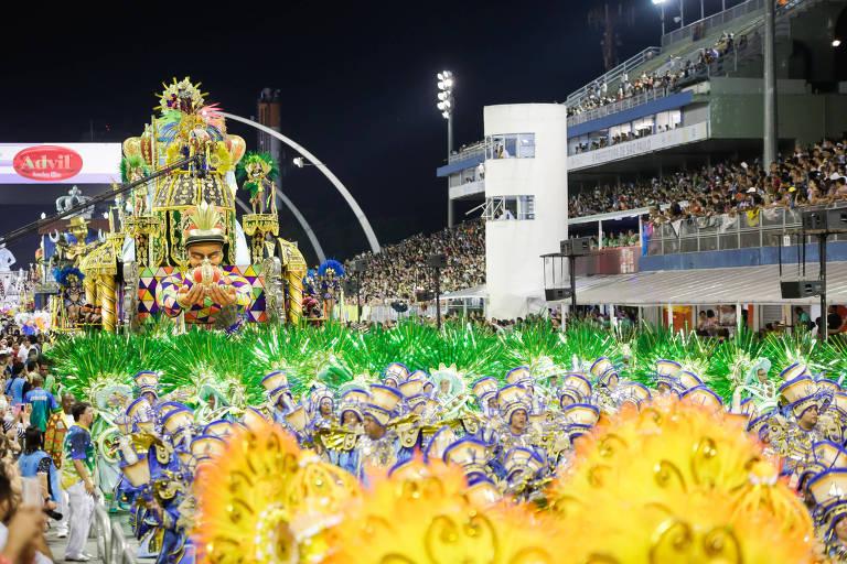 Primeiro dia de desfile do grupo especial em São Paulo