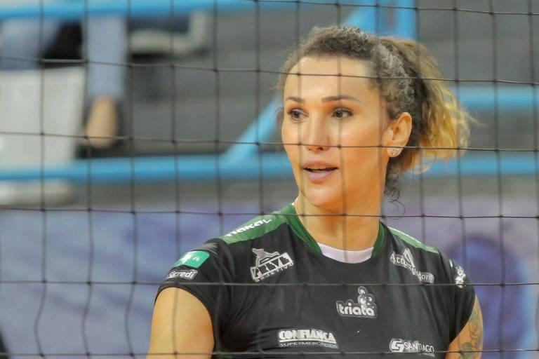 Jogadora transexual Tifanny Abreu, 33, defende o Bauru na Superliga feminina de vôlei