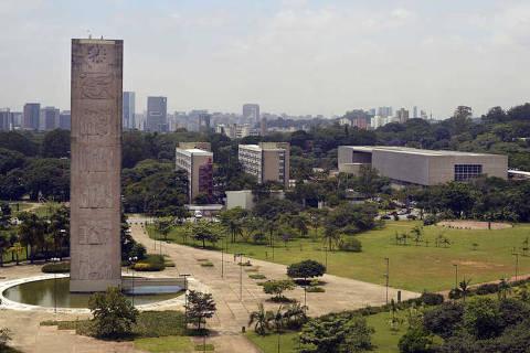 SÃO PAULO, SP, BRASIL, 30-01-2013: Foto para capa da revista São Paulo. Vista da Cidade Universitária com a praça do relógio ao centro, a partir do predio da reitoria. (Foto: Christian von Ameln/Folhapress)
