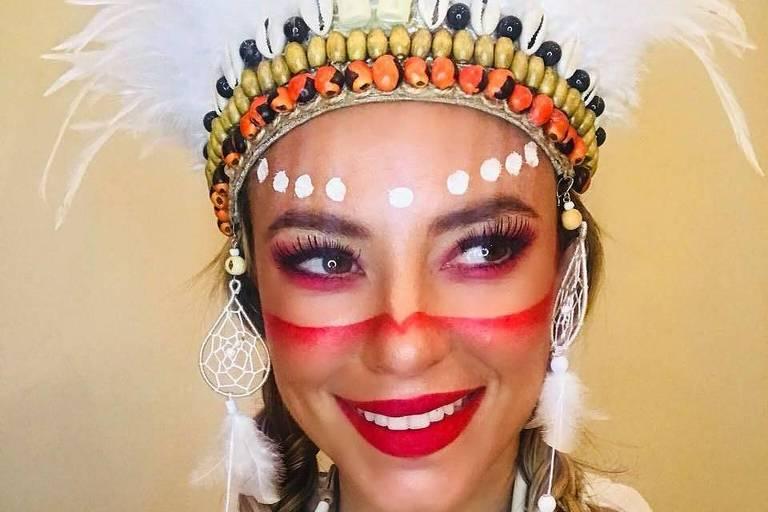 Paolla Oliveira se fantasiou de índia para o Carnaval