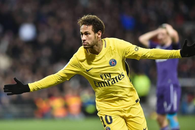 Atacante Neymar comemora gol do PSG contra o Toulouse