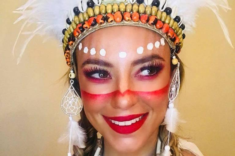 Paolla Oliveira se fantasia de índia