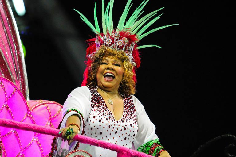 A cantora Alcione, homenageada no desfile da escola de samba Mocidade Alegre