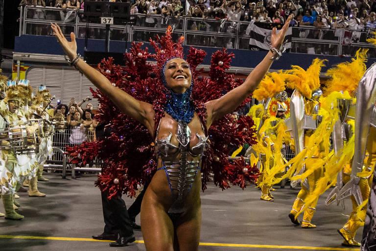 Sabrina Sato desfila na Gaviões da Fiel
