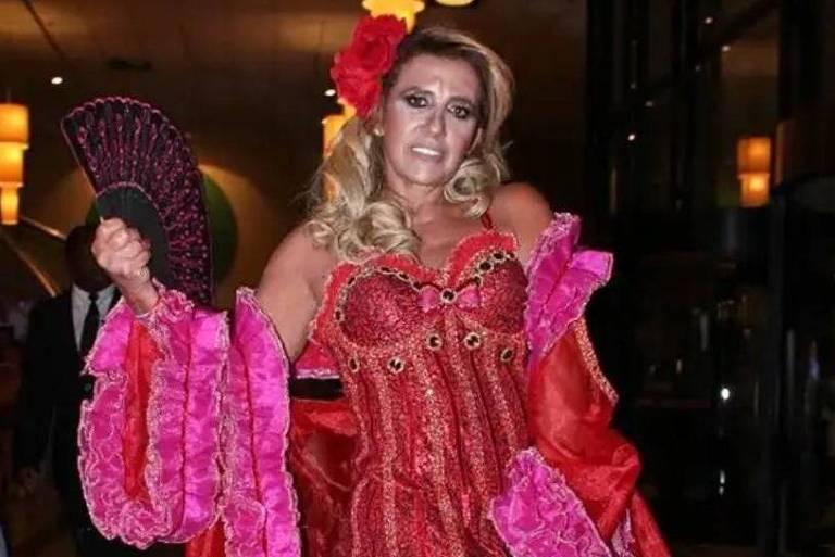 Rita Cadillac desfila na Rosas de Ouro