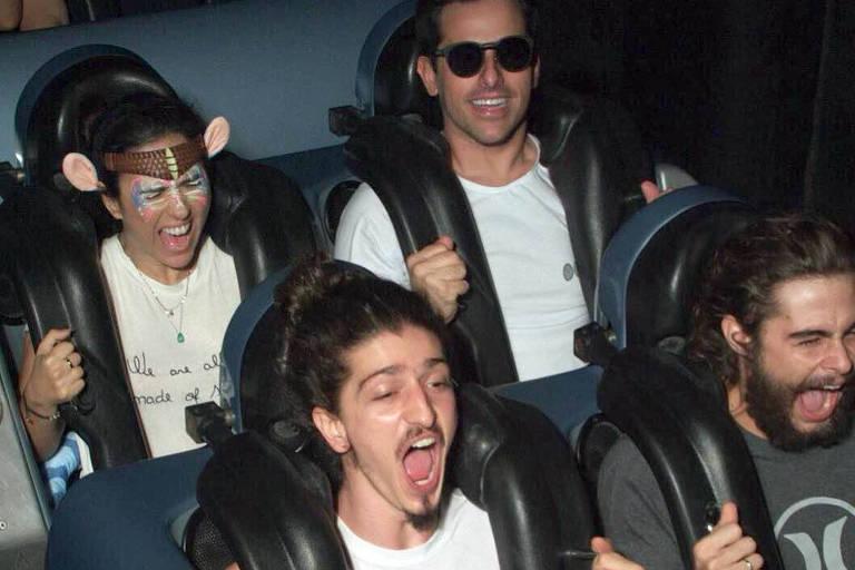 Tatá Weneck, Rodrigo Branco, Johnny Massaro e Rafa Vitti em montanha russa na Disney