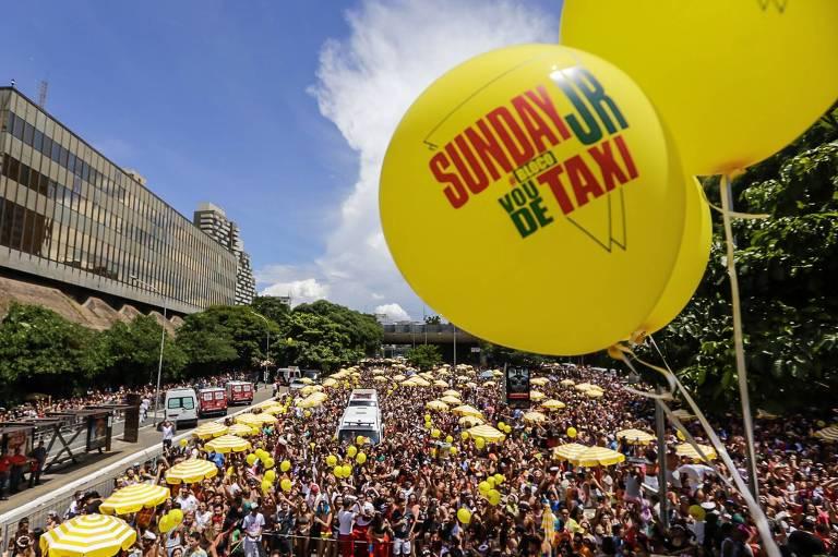 Blocos agitam 2º dia do carnaval em SP