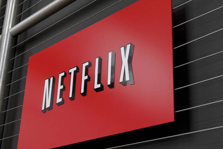Televisão exibe o logo vermelho da Netflix