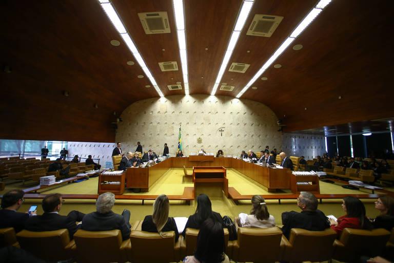Imagem aberta de uma sessão plenária do STF em outubro de 2017; ministros do STF debatem