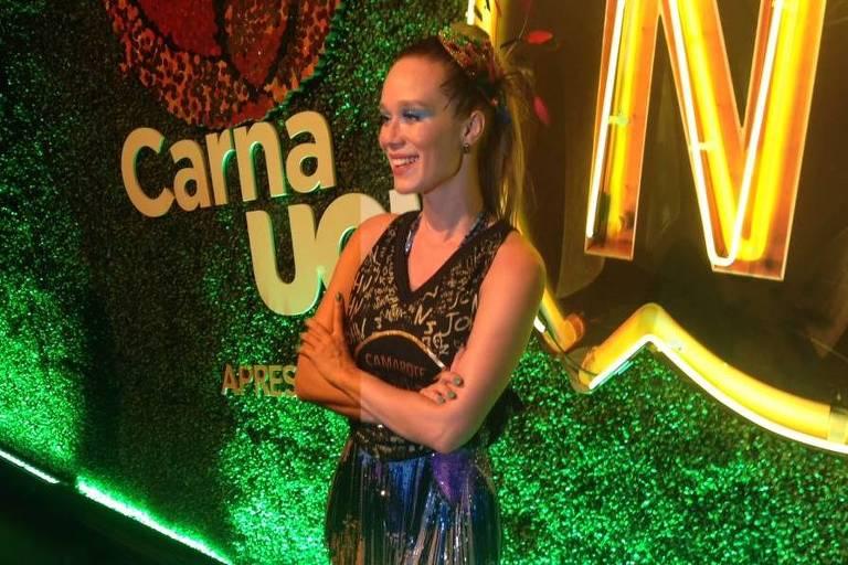 Mariana Ximenes no camarote Nº 1 do sambódromo na Marquês de Sapucaí, no Rio