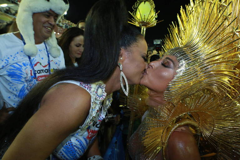 Famosos na 1ª noite de desfiles na Sapucaí