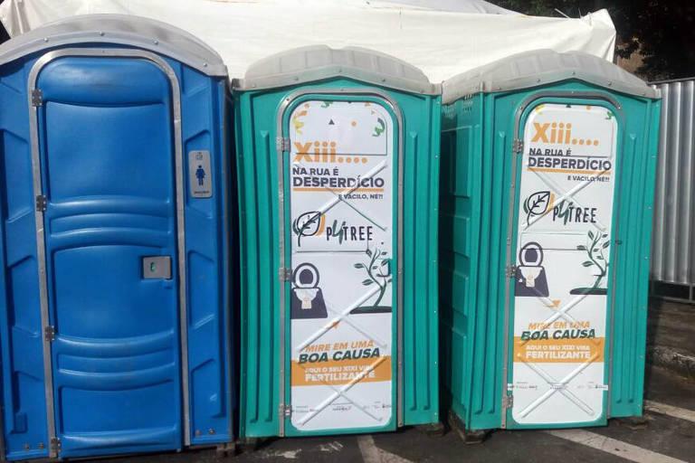Banheiros do projeto P4Tree da UFMG, instalados nas ruas de Belo Horizonte durante o Carnaval