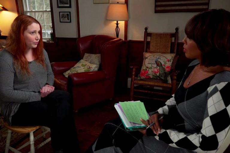 Dylan Farrow (à esquerda), filha adotiva de Woody Allen, dá entrevista à rede 'CBS' em janeiro para reafirmar acusações de assédio contra o diretor
