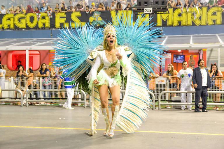 Ana Beatriz Godói no desfile da Unidos de Vila Maria