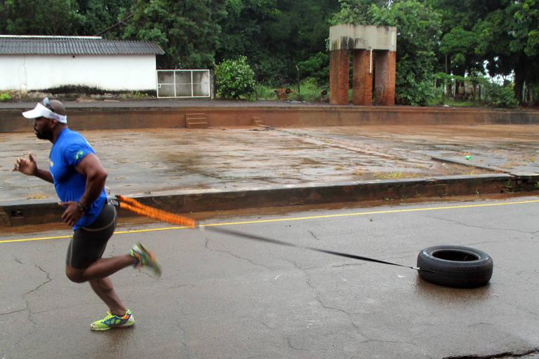 Joílson da Silva Ferreira, o Jabá, treina em Piracicaba (SP) para prova de ultramaratona radical no Alasca