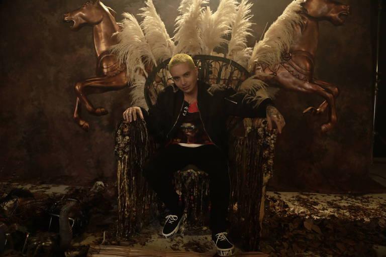 O cantor e compositor colombiano J Balvin, ícone do reggaeton, em cena do clipe de 'Machika'