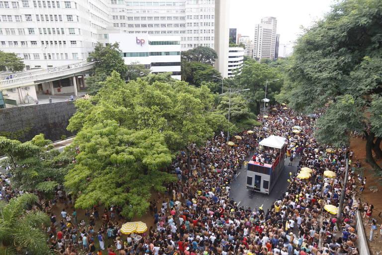 Bloco na 23 de Maio passa ao lado do hospital Beneficência Portuguesa, à esquerda
