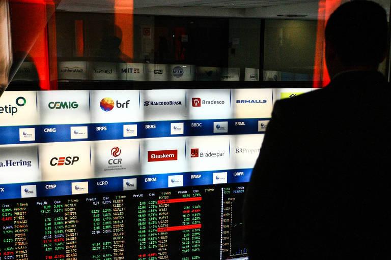 Investidor acompanha índices na Bolsa brasileira