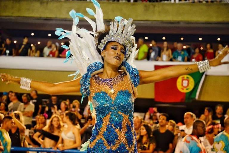A atriz Sheron Menezes no desfile da Portela